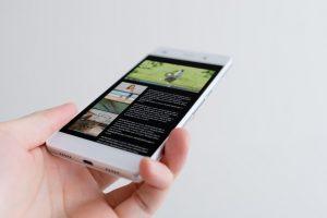 ■スマートフォン画面内のウェブサイトは撮影用に作成したものです。
